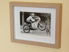 Giacomo Agostini, 15-times world champion Motor racing original 3D framed signed photo + COA.