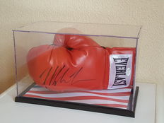 Mike Tyson world heavyweight boxer, Everlast glove, originally signed in a glass case + COA JSA (James Spence)