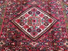 Superb Persian rug: Antique Hamadan 323 x 166 cm, circa 1970!