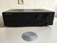 Marantz PM-32 integrated stereo amplifier.