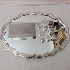Lot including large centrepiece, with mirror polished plate, large box and 10 small boxes. Oreficeria Italiana, 1950s. Total silver weight approximately 500 grams