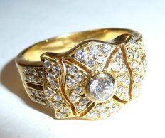 18 kt / 750 gold ring with approx. 1.1 ct.+ The diamonds are in a full brilliant cut, exceptional colour G