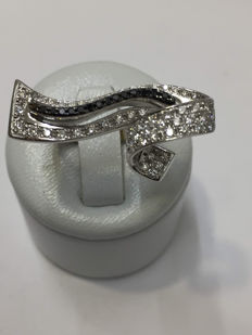 18 kt white gold ring with diamonds of 0.80 ct. Size 53 / 16.71 mm.
