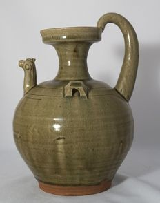 Large hinged flagon with  spout shaped like an animal head - China - Late 20th century