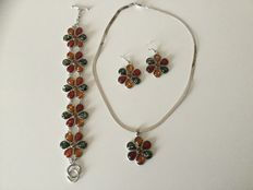 Silver set of amber jewellery with a floral pattern: bracelet, pendant and earrings