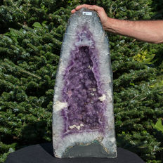 Amethyst geode with citrine-like inclusions and calcite flowers - 68 x 29 x 22 cm - 37,15 kg