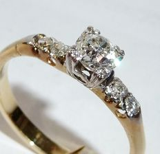 14 kt/585 gold diamond-ring with large solitaire diamonds of approx. 0.55 ct + 0.20 ct Entourage