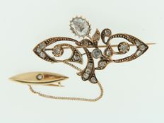 Rose gold brooch set with rose cut diamonds