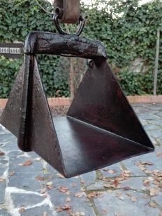 Spanish bullfighting ¨Picador´s¨ stirrup, made of iron
