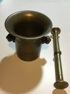 Old mortar with a clapper from an apothecary - made of brass/bronze - 19th century