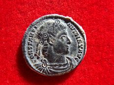 Roman Empire - Constantine I (307-337 A.D.) bronze follis (2,20 g. 18 mm.). Rome mint, 330 A.D. GLORIA EXERCITVS. RFP.