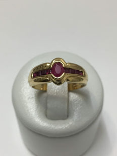 Gold (18 kt) ring set with 9 rubies - Size 53