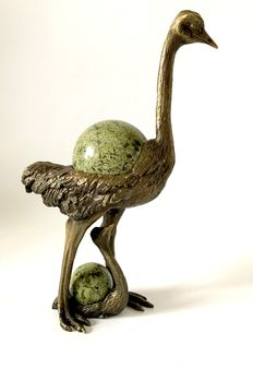 Serpentine spheres, in bronze statue of Ostrich with chick -  64 and 36mm - 1456gm