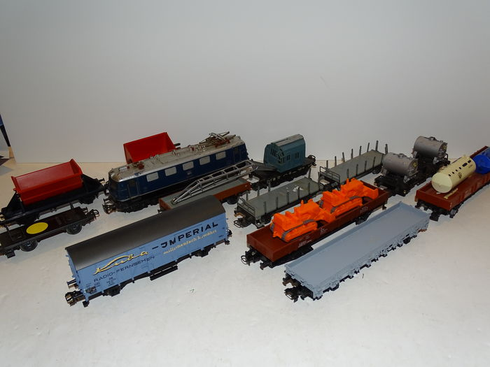Märklin H0 - 3034.1 - E-loc BR E-41 of theDB, with 9 various freight cars