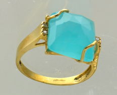 Yellow gold cocktail ring with chalcedony