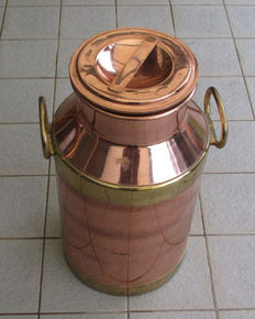 Large milk churn with lid - copper-coloured, brass