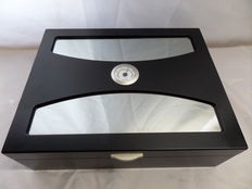 Humidor - matte black lacquered - Hygrometer - 2 x Humidifying Capsule
