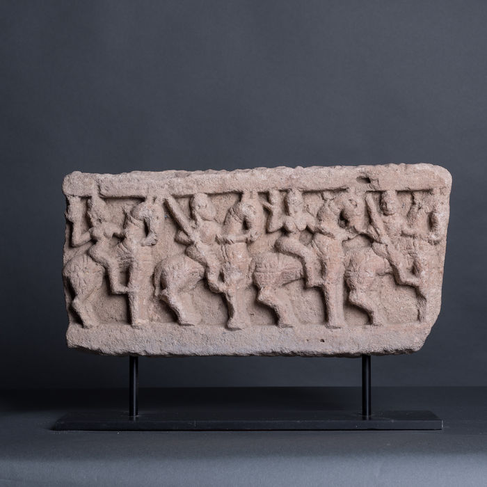 Frieze of a group, in sculpted sandstone, depicting 4 horse riders in high relief – India – 18th/19th century