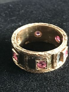 Ring from the late 19th century, in 18 kt gold, with 6 rubies.