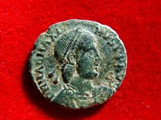 Roman Empire - Magnus Maximus (383-388), bronze maiorina (4,60 g. 23 mm), from Arles mint. REPARATIO-REIPVB. TCON.