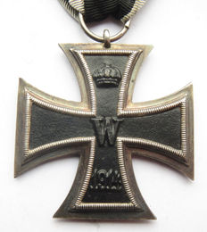 German original medal: iron cross 2nd class with band and maker - WW1.