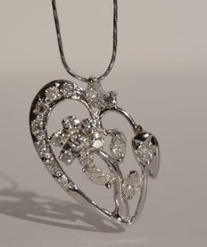Necklace in white gold with pendant set with marquise-cut and brilliant-cut diamonds – No reserve price