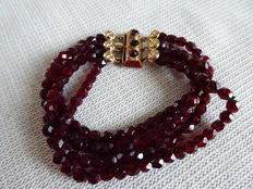 Garnets bracelet with 4 strings and a 4 kt gold clasp.