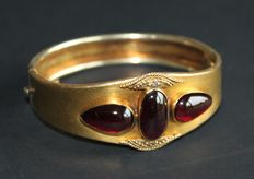 Gold bracelet with 3 garnets, Napoleon III period.