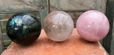 Polished Labradorite, Quartz and Rose Quartz spheres - 9.5, 9.5 and 9.7 cm - 5kg  (3)