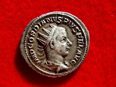Roman Empire - Gordian III silver antoninianus (4,30 g. 23 mm.). Rome mint, 8th. to 11th. emission, 4th. officina. 240-243 A.D. VIRTVTI AVGVSTI. Hercules.