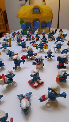 86 Smurfs, of which 65 ordinary, 21 mini Smurfs and a large Smurfs House.