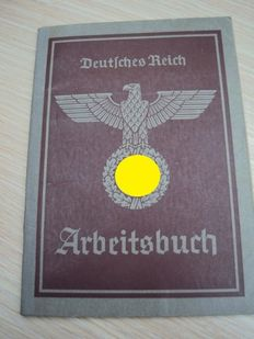 Lot of 4 German labour booklets with stamps-Ww2: all kinds of data entries and a lot of informations