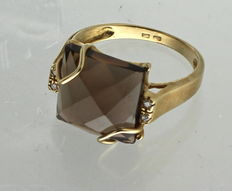Yellow gold cocktail ring with smoky quartz and diamond - ring size: 17.75