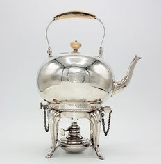 Silver kettle on burner, Alger Mensma, Amsterdam, 1742