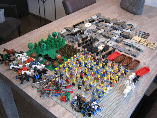 Assorted - including 72 mini figures + castle-parts