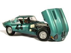 Paragon Models - Schaal 1/18 - Jaguar Lightweight E-Type #44 1963