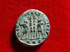 Roman Empire - Constantine I (307-337 A.D.) bronze follis (2,40 g. 17 mm.). Aquileia mint, 336-337 A.D. GLORIA EXERCITVS. AQS