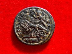 Roman Empire - Probus (276-282 A.D), bronze antoninianus (3,85 grs. 22 mm), Rome mint, 281 AD. SOLI INVICTO. R thunderbolt gamma. Sol in galloping quadriga.