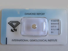 IGI - 0,57 ct ovaal geslepen diamant - VS1 met O - very light brownish Yellow.