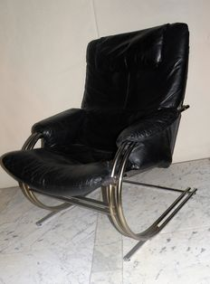 Designer unknown – chrome vintage lounge armchair with black leather upholstery