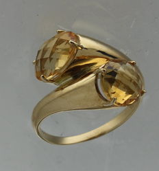 Yellow gold cocktailring with citrine