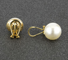 Yellow gold earrings, with Mabé pearls measuring 10.60 mm in diameter