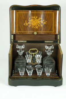 Completely inlaid rosewood liqueur cellar with 2 decanters and 12 crystal glasses - France - at the end of the 19th century