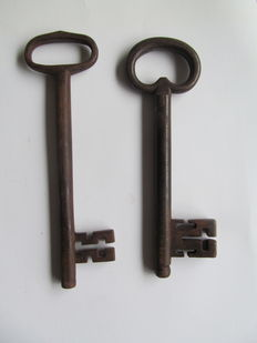 2 large iron keys-Netherlands-18th century