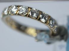18 kt gold – Memory ring with 2.55 ct in diamonds, never worn