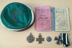 WW1: Student's items - hat, military pass 1916, pay book 1916, combatant's cross, cross for war participants, iron cross 2nd class 1914