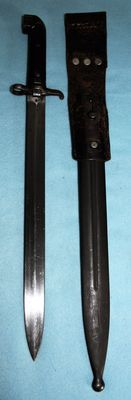 Bayonet, M1914 Mauser, Sweden. In very good condition, nicely stamped. Complete with sheath and carrier.