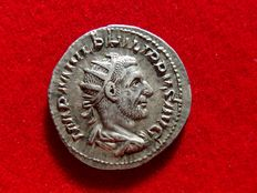 Roman Empire - Philip I (244-249 A.D.) silver antoninianus (4,20 g. 23 mm.). Rome mint. 2nd emission, A.D. 244. VIRTVS AVG.