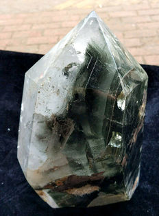 Beautiful rock crystal point with Phantoms - 210 x 110 x 110 cm - Brazil - 4.6 kg