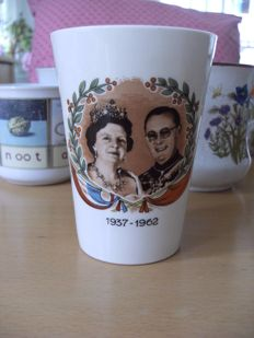 Undamaged retro cups: ca. 1960, Queen Juliana and Prince Bernhard, reading board and flowers.